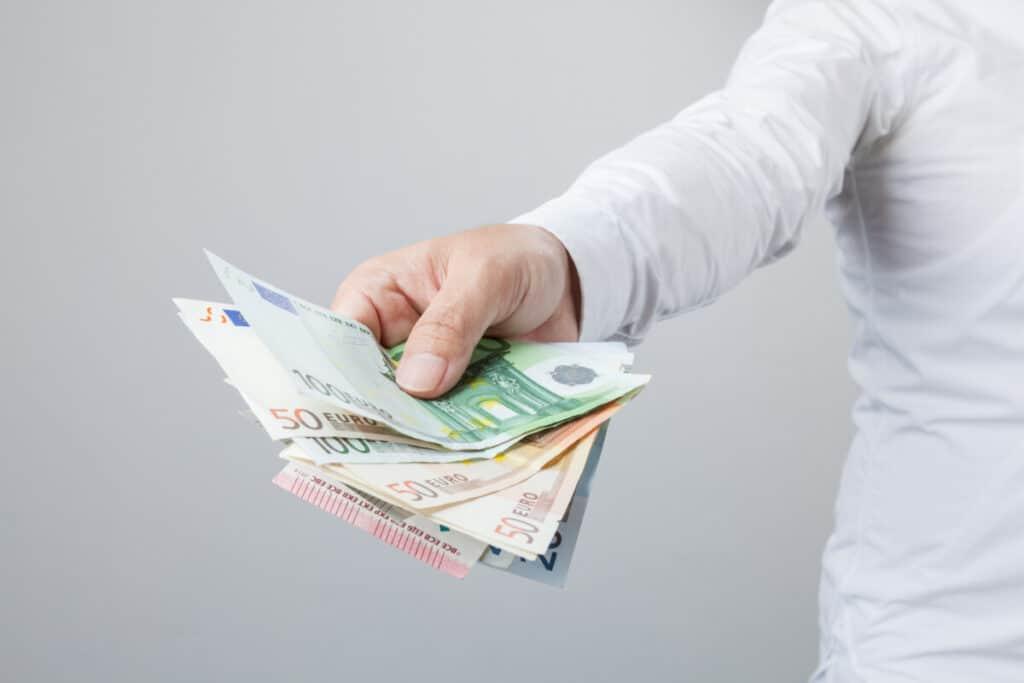 Singles geraten schneller in die schuldenspirale